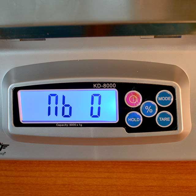 "Monitor of the MyWeigh KD-8000 digital scale showing ""nb 0"". | MakeSauerkraut.com"