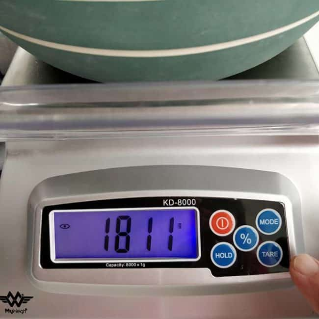 """Front view of the MyWeigh KD8000 Digital Scale with the monitor showing """"1811"""". 